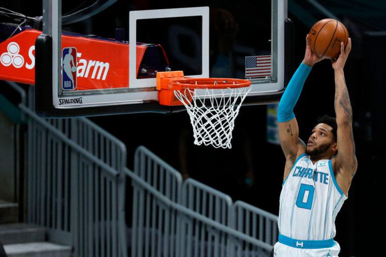 Charlotte Hornets vencieron a los Milwaukee Bucks