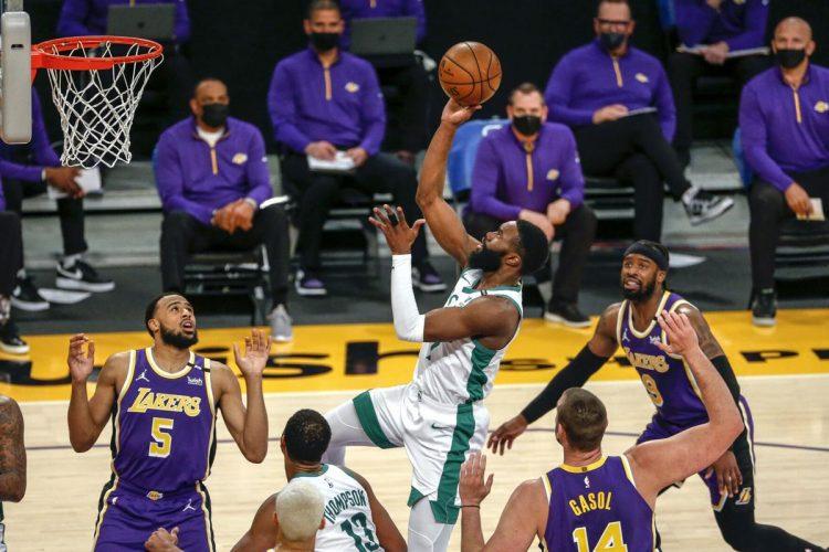 Jaylen Brown anota 40, Celtics vencieron a Lakers 121-113
